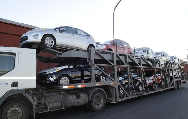Comercio. Entre enero y agosto de 2013 se patentaron casi 670 mil autos cero kilómetro en todo el país.
