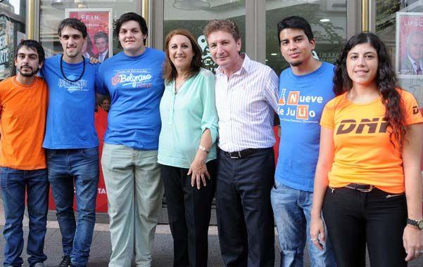 Con el MNR. La intendenta Mónica Fein y Horacio Ghirardi felicitaron ayer a los estudiantes socialistas.
