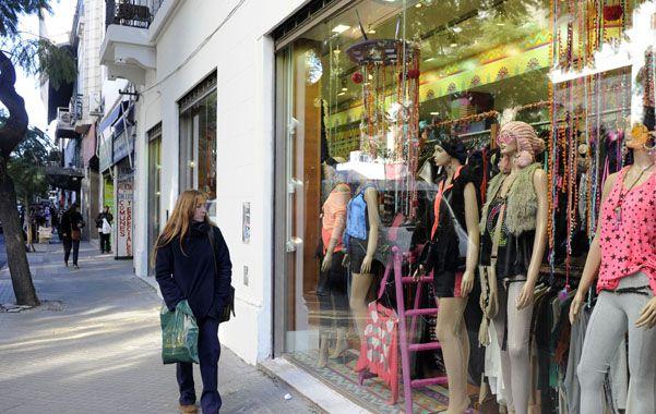 En jaque. La retracción en las ventas pone en aprietos a los comerciantes. (foto: Celina Mutti Lovera)