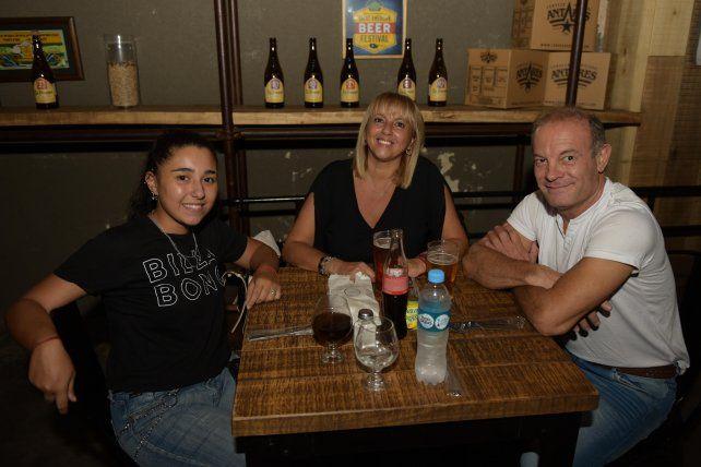 Virginia y Marcela Antenore y Claudio Cali