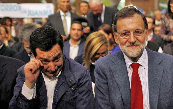 Decepción. Rajoy junto al candidato del PP Juan Manuel Moreno