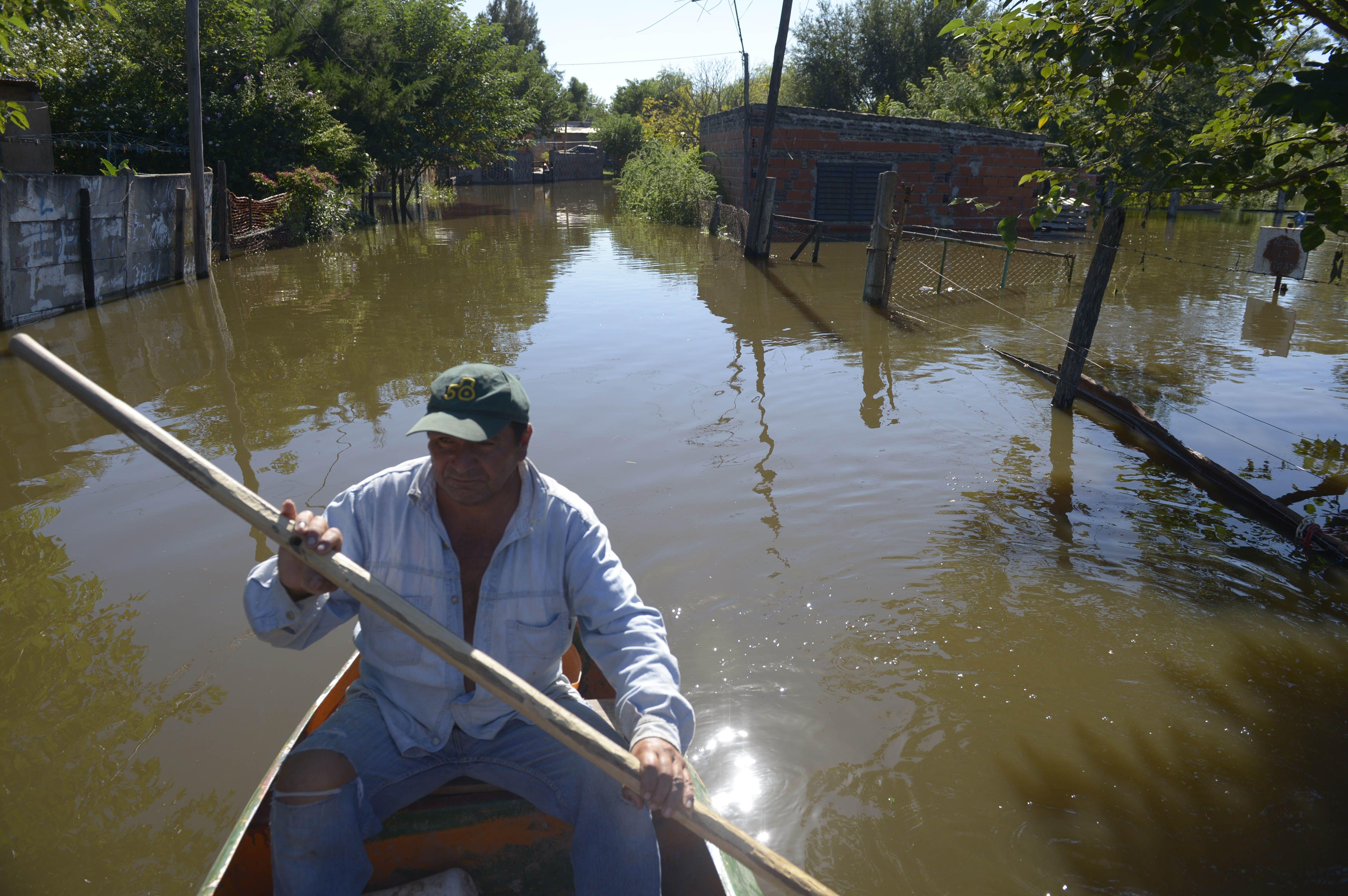 La situación en el barrio Formoseño se complicó aún más y siguen las evacuaciones.