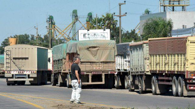 La afluencia de camiones en cosecha gruesa afecta a la región.