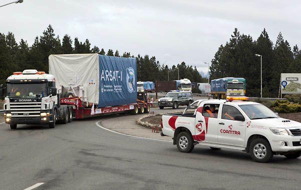 El traslado del satélite al aeropuerto de Bariloche se produjo ayer a la mañana.