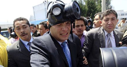 El presidente Correa fue rescatado luego de una feroz batalla campal