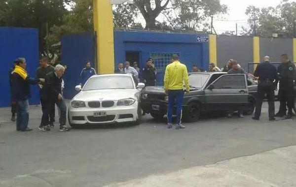 El defensor debió dejar su auto en el estacionamiento del club.