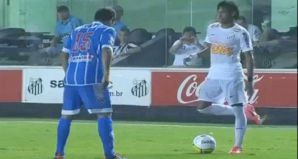 Neymar disparó otra de sus genialidades e hizo reaccionar a sus rivales con la gastada