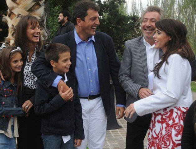 Sergio Massa y su familia junto a Daniel Vila y Pamela David.
