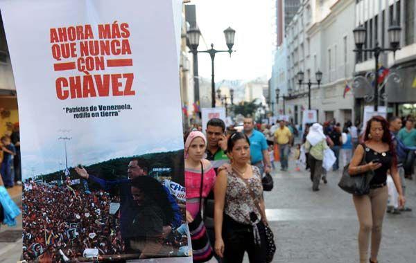 Carteles en las calles de caracas en apoyo al presidente venezolano.