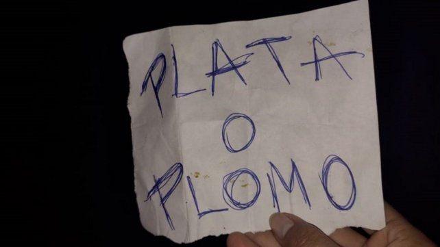 Una nota dejada hace pocos días en una casa baleada en Cochabamba al 5600 parece llevar la firma de Lucho.