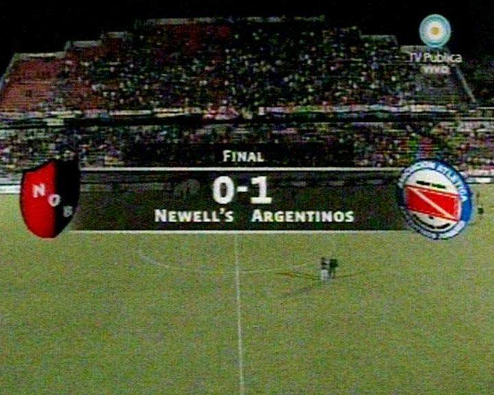 Newells no jugó bien y perdió con Argentinos que marcó de penal