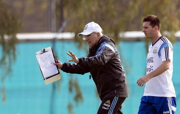 Lo tiene anotado. El DT del seleccionado argentino dará a conocer los nombres de los 23 futbolistas que irán a Brasil.
