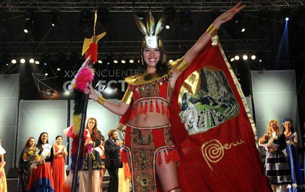 cetro. Soledad le brindó la primera coronación a la colectividad peruana.