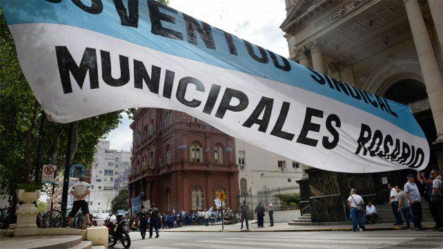 Los trabajadores municipales se mostraron muy expectantes respecto a la oferta salarial que recibirían este miércoles.