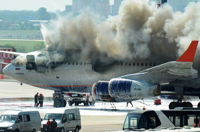 Acusan a un pasajero ruso de obstruir el pasillo del avión y provocar muertes