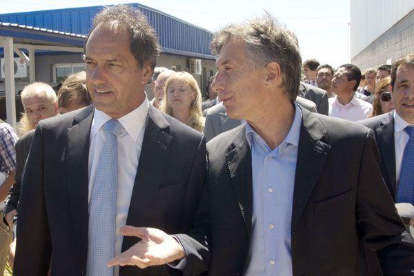 Tanto Scioli como Macri manifestaron públicamente su voluntad a sentarse a debatir públicamente.