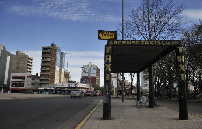 Los taxistas ayer lanzaron un paro que se prolongó hasta las primeras horas de hoy. (Foto: Virginia Benedetto / La Capital)