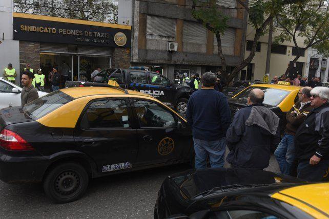Cien policías tomarán parte del fuerte operativo policial de seguridad en la asamblea de los peones de taxis