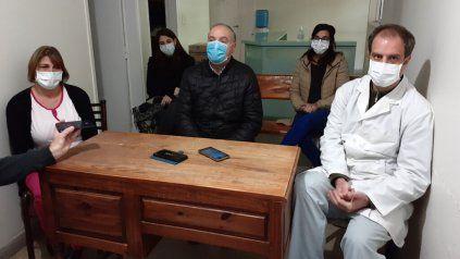 El intendente de Villa Cañás, (en el centro de la imagen), Norberto Gizzi, mostró su preocupación por la grave crisis sanitaria de la región.