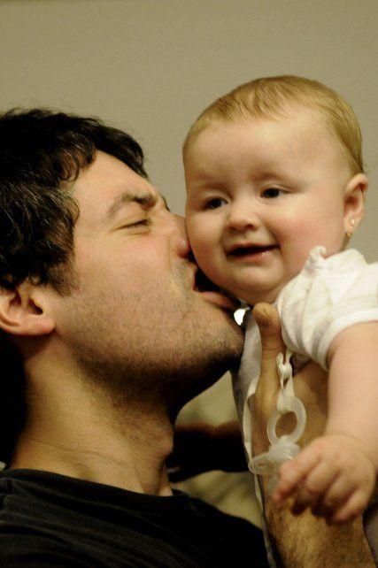 La licencia de paternidad, materia pendiente en América Latina: cómo está Argentina