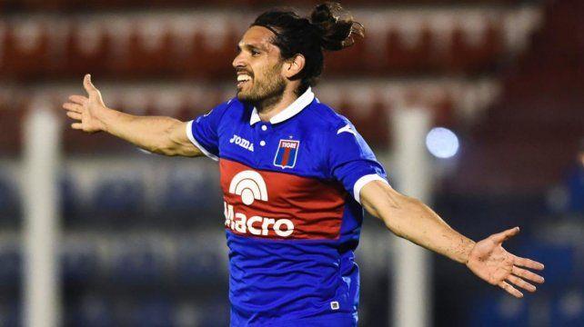 Pablo Magnín festeja su gol