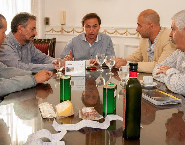 Miguel Zamarini destacó el apoyo a los trabajadores que realizan sus tareas en los supermercados.