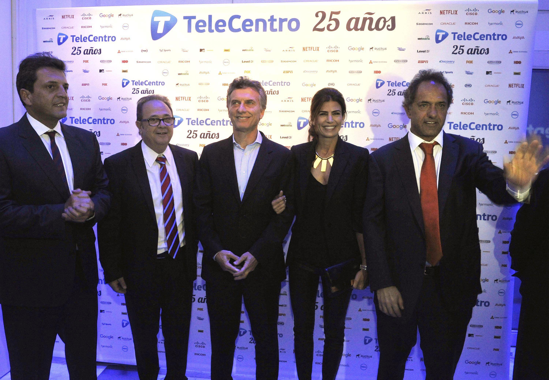 Los tres ex candidatos presidenciales se encontraron anoche en el aniversario de Telecentro. En la imagen también aparecer el dirigente Alberto Pierri.