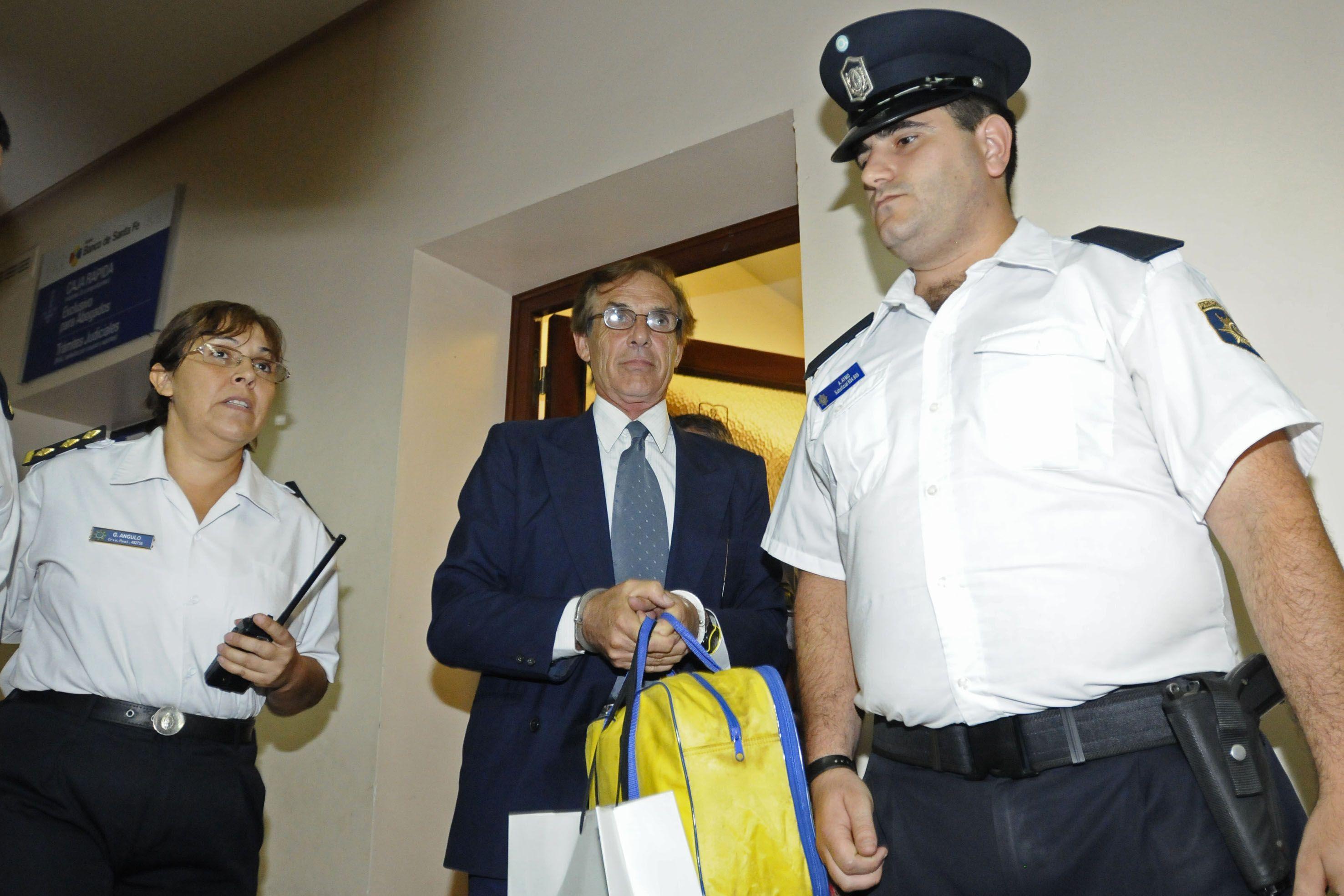 Amelong durante un trámite judicial que hizo en Rosario. Fue condenado por crímenes de lesa humanidad.