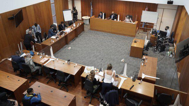 Las salas de juicios carecen de ventilación en el Centro de Justicia Penal de Rosario.