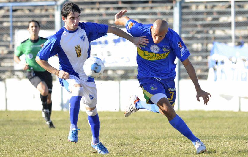 La figura. Reynoso fue determinante. Marcó un gol y participó en el segundo tanto. (Foto: S. Suárez Meccia)