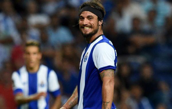 De vuelta. El delantero Daniel Osvaldo quiere regresar a Boca para jugar con Tevez pero su deseo se complicó.