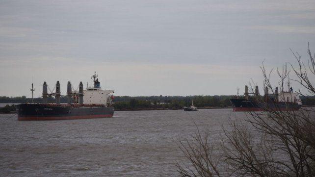 El paro de los gremios fluviales y marítimos paralizó la actividad en las terminales.