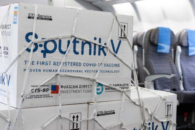 Llega por Aerolíneas Argentinas el primer lote del activo para la fabricación de la Sputnik V