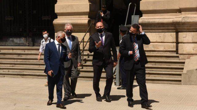 El gobernador Perotti y un par de ministros de su gabinete