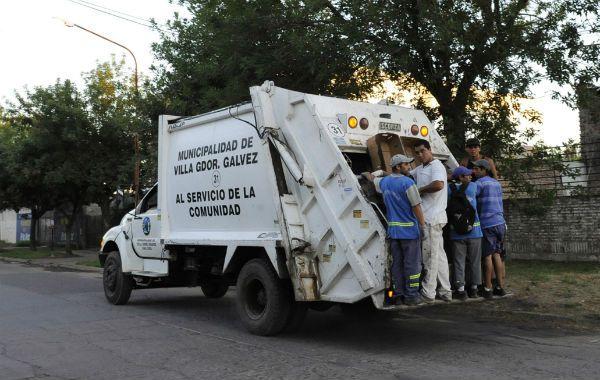 Los recolectores debieron juntar en tiempo récord unas 450 toneladas de basura acumulada de seis días.