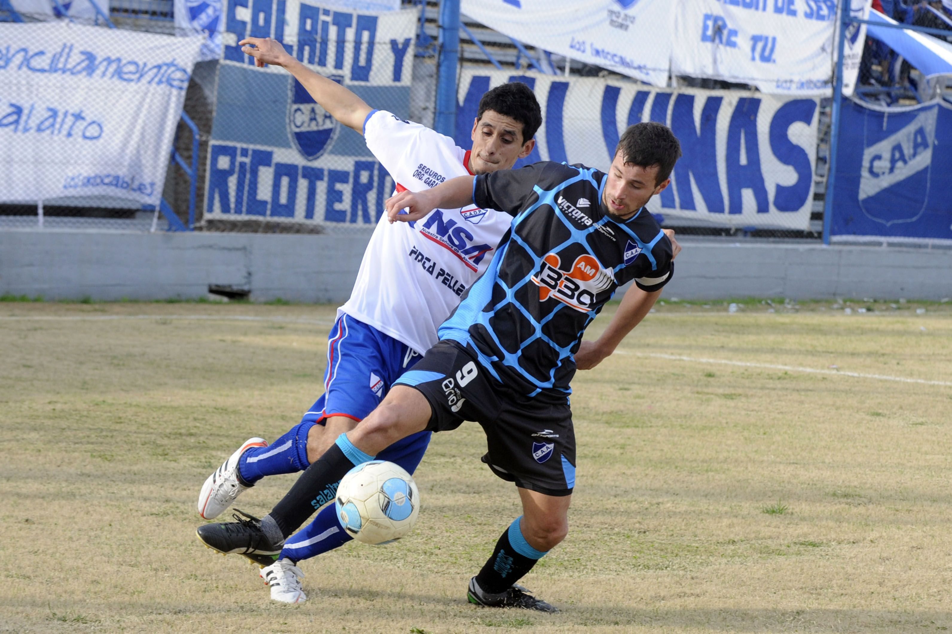 El atacante. Luciano Pons estará en la delantera junto a Leandro Cabral en el Albo. (Foto: G. de los Ríos)