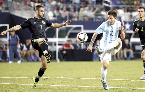 Apareció. Messi enfrenta a Layún. Sobre el final se encendió y Argentina no se fue derrotada.