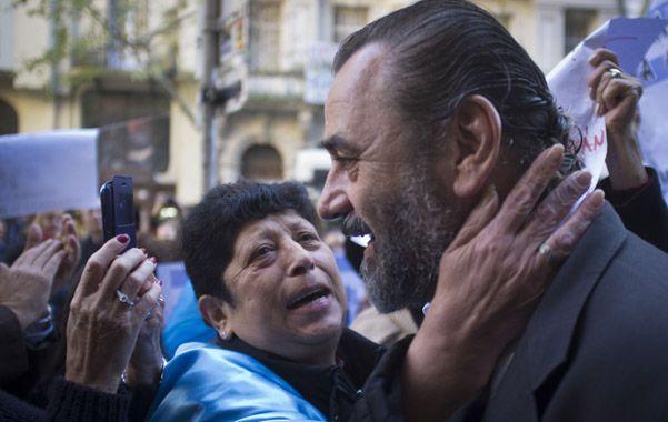 Afectos. Campagnoli recibió gestos de apoyo en la calle antes de entrar al tribunal que juzga su desempeño.