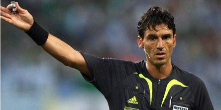 Fútbol: en Europa ya dirigen con seis árbitros para reducir el margen de error