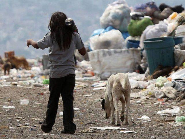 La pobreza en la Argentina aumentó al 42 por ciento y la indigencia se  mantuvo al