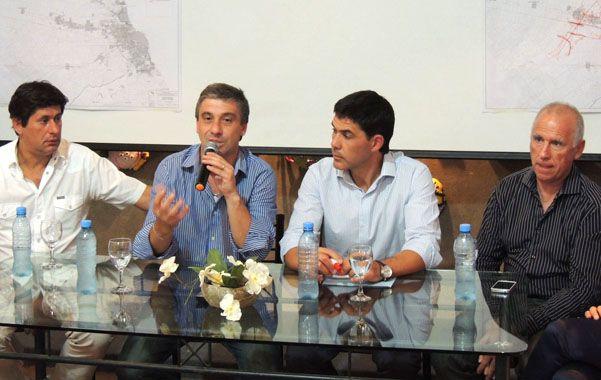 Pedretti y Ramos (en el centro) anticiparon detalles del proyecto.