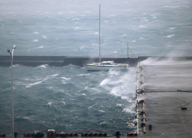 Japón: ordenan evacuar a más de 1,8 millones de personas por un tifón