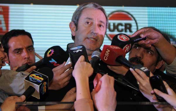 Cobos confía en ser el aspirante presidencial del Frente Amplio.