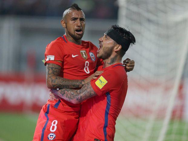 Entre Pinilla y Arturo Vidal hicieron los cuatro para que Chile levante cabeza nuevamente.