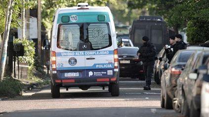 La toma de un rehén en Caseros tuvo un saldo trágico: dos muertos y tres heridos.