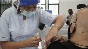 Santa Fe inició la campaña de vacunación de mayores de 60 años el primer día de marzo, después de completar la totalidad de los ancianos que viven en geriátricos y las personas que los cuidan