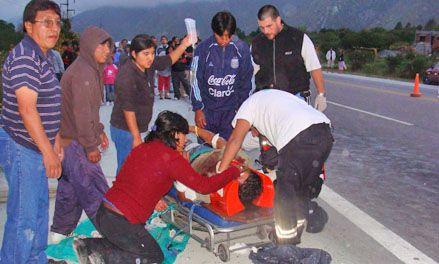 10 muertos al desbarrancarse un ómnibus superpoblado en Jujuy