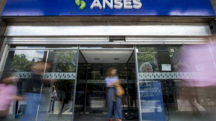 Anuncian un pago de 15 mil pesos a beneficiarios de asignaciones y monotributistas