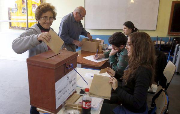 Los uruguayos votaron hoy intendentes y legisladores departamentales
