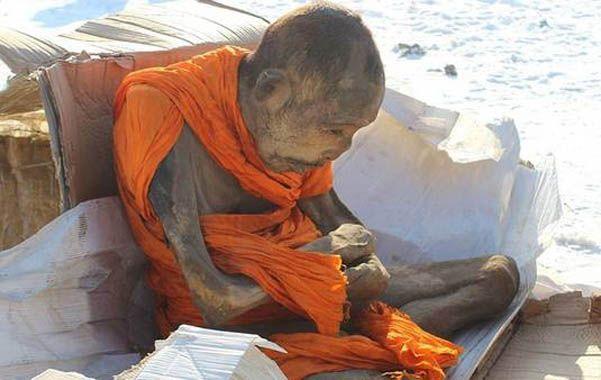 Asombroso. El monje fallecido hace dos siglos en posición de loto.